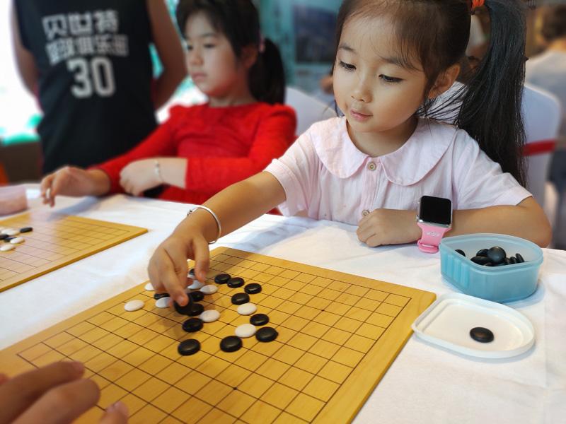 """欢乐围棋课堂,创意玩转扎染!与桂林孩子""""弈""""起成长,""""棋""""乐无穷!"""